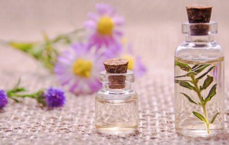 Такую сыворотку легко приготовить самим, не только придаст вам необыкновенный аромат, но и поможет сбалансировать гормональную сферу.