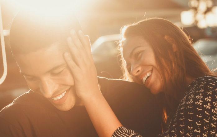 Нам нравятся простые истории о том, как легко достичь желаемого и стать немного счастливее. Именно такие истории являются основой для маркетинга и рекламы. «Играйте в интеллектуальные игры и становитесь умнее». «Медитируйте по 10 минут в день и наблюдайте, как напряжение в теле тает».